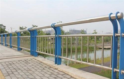 新疆公园景观隔离护栏质量保证-亮洁防撞护栏