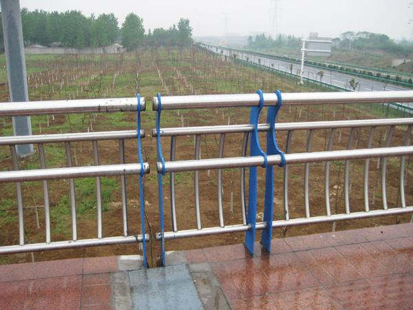 河南洛阳公园水塘防护栏杆防护安全-亮洁防撞护栏