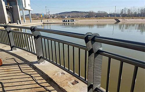 黑龙江鹤岗304不锈钢桥梁护栏维护简单-亮洁不锈钢制品