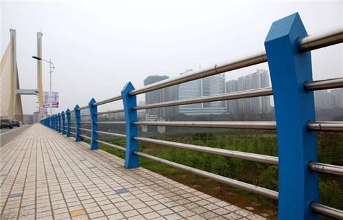 青海西宁公园水塘防护栏杆经久耐用-亮洁不锈钢制品